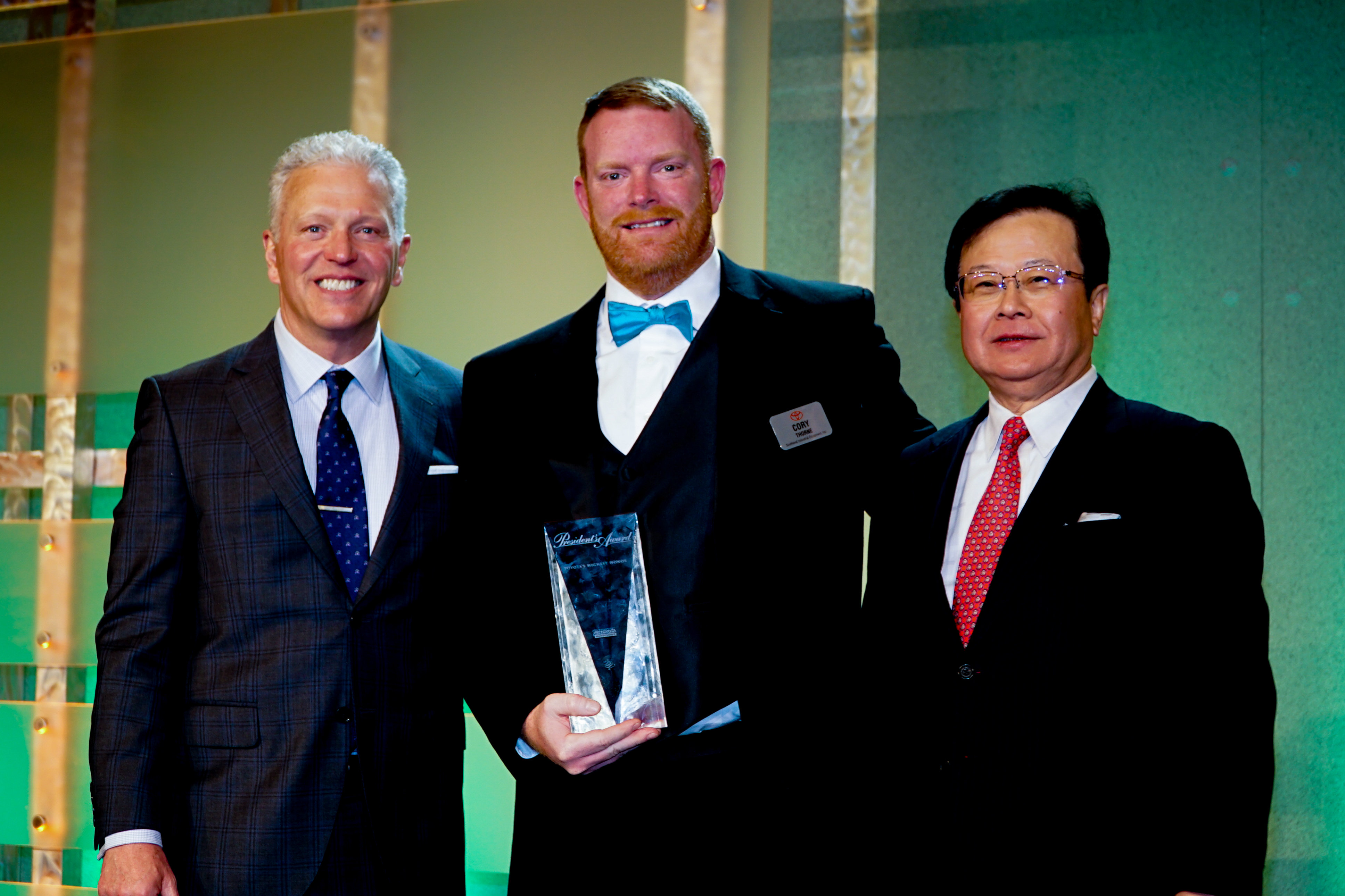 President Cory Thorne with Toyota Material Handling USA receiving the President's Award